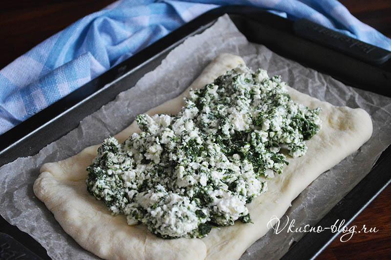 Пирог со шпинатом и творогом - выкладываем начинку