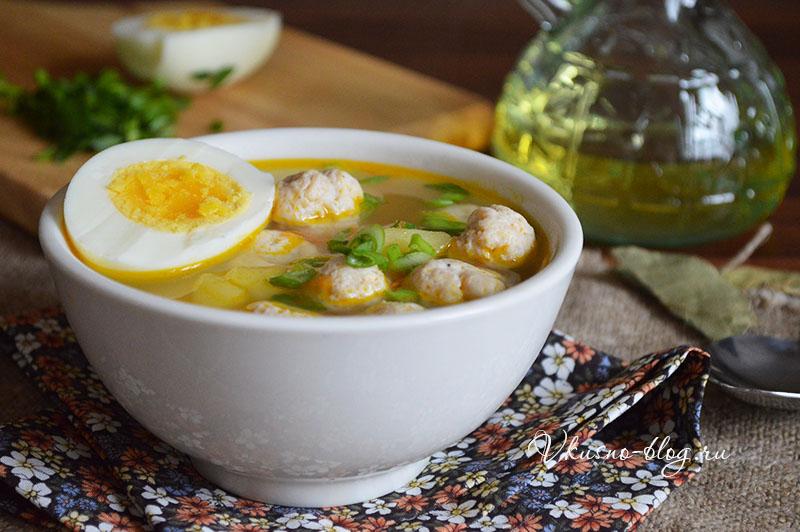 Суп с куриными фрикадельками и яйцом - фото готового супа