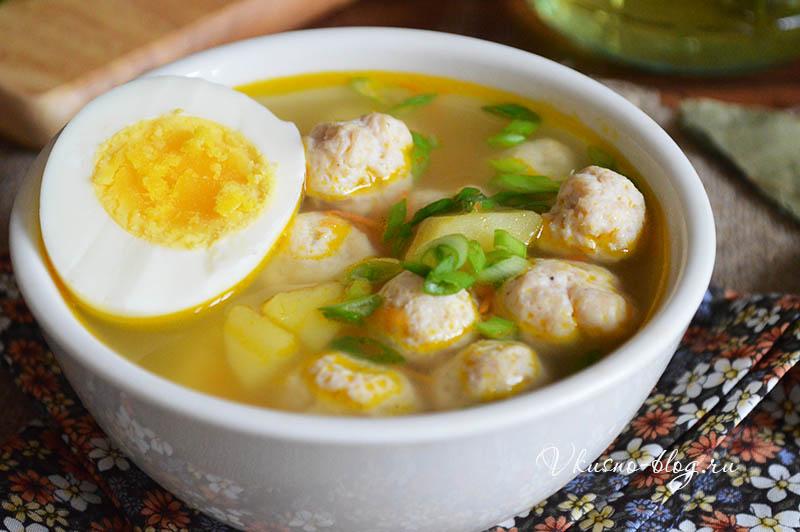 Детский суп с фрикадельками и яйцом