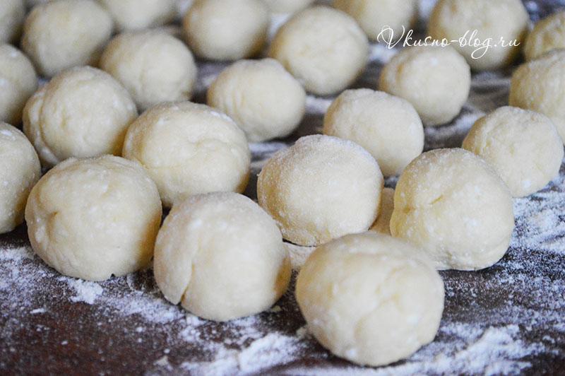 Творожные пончики - формируем шарики