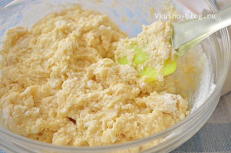 Замешиваем тесто для сырников