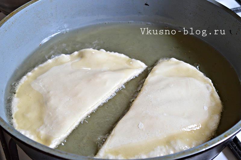 Чебуреки с сыром - обжарка