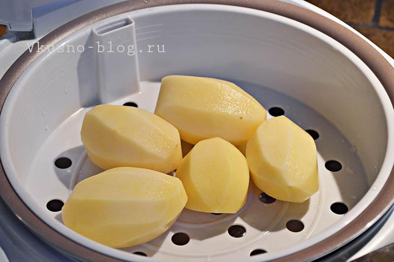Свиные ребрышки в мультиварке - картошка на пару