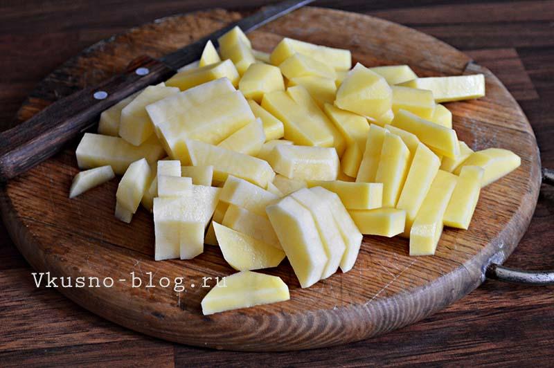 Постный борщ в мультиварке - подготовка картошки