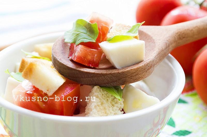 Салат с помидорами и сыром моцарелла 1