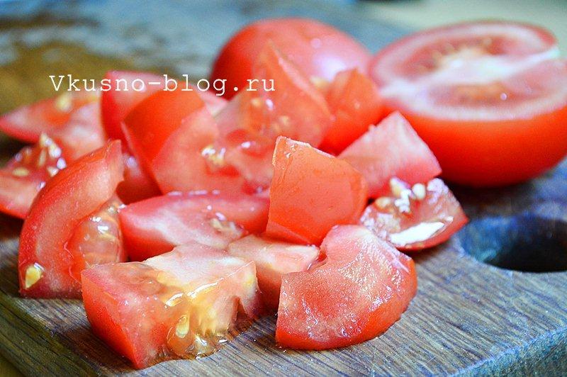 Салат с помидорами и сыром моцарелла 4