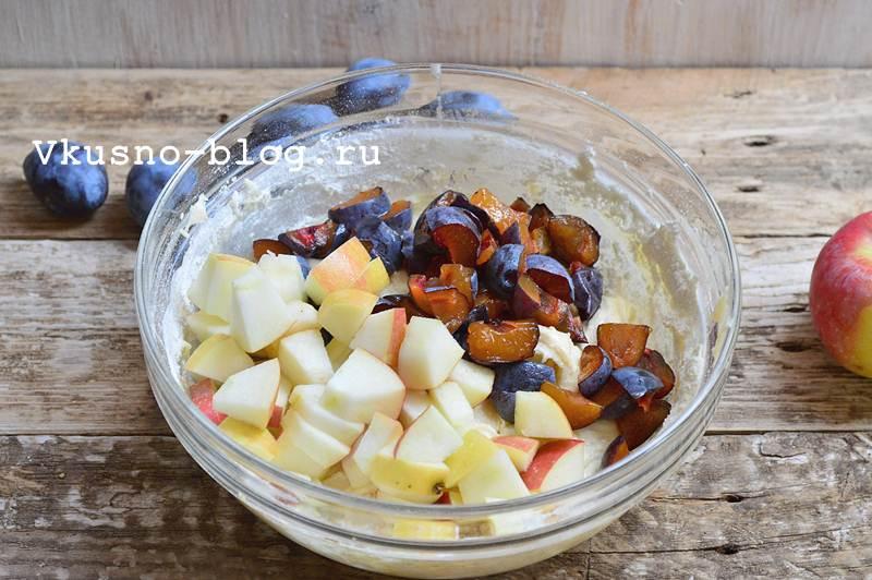 Быстрый яблочно-сливовый пирог 10