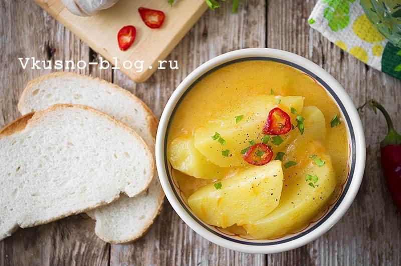 Тушеная картошка в мультиварке фото