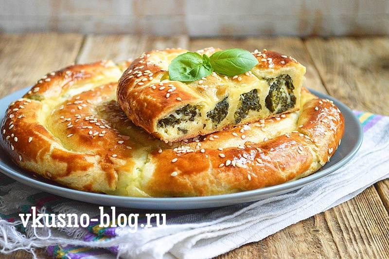 Пирог улитка с творогом и шпинатом рецепт
