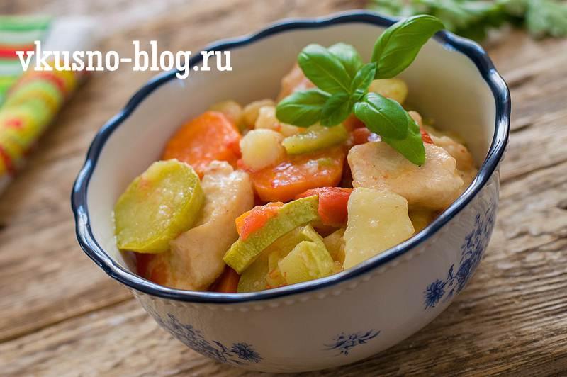 Овощное рагу с кабачками и курицей в мультиварке