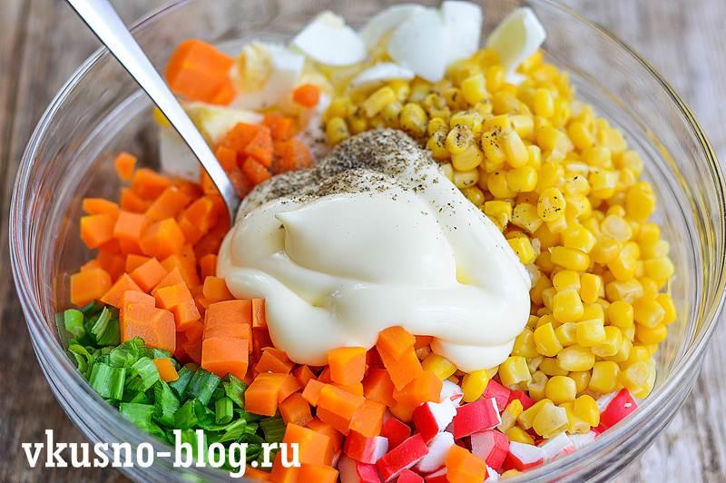 Салат с крабовыми палочками и морковкой