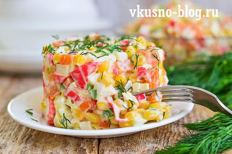 Салат с морковкой и крабовыми палочками