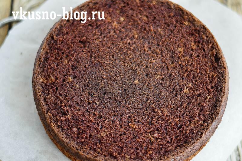 Торт с шоколадным бисквитом
