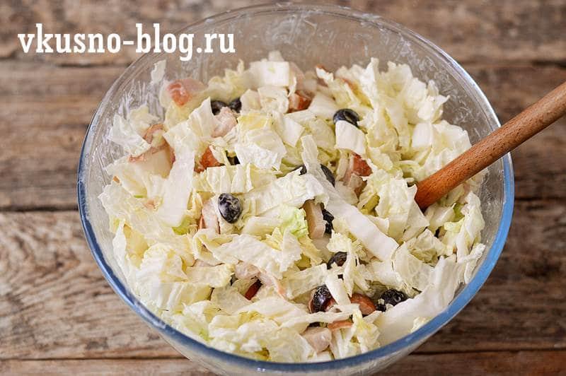 Салат пекинская капуста копченая курица маслины
