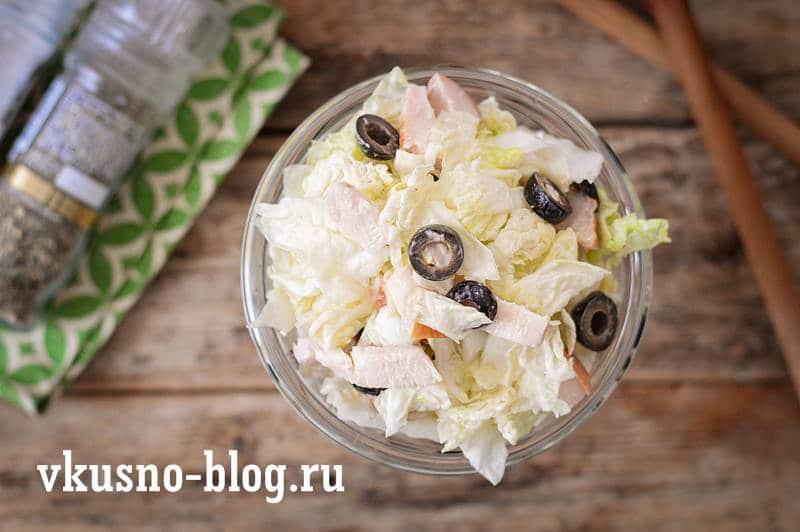 Салат с пекинской капустой и копченой курицей рецепт
