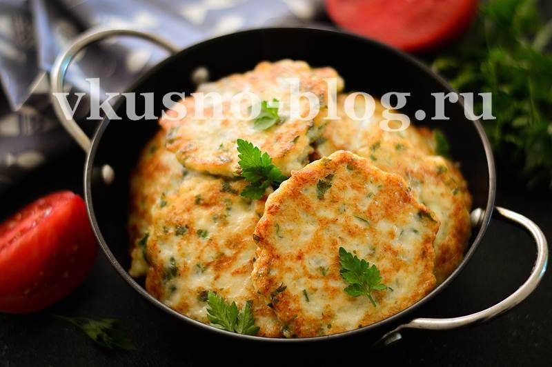 Оладьи из куриного филе с добавлением зелени - пошаговый рецепт с фото