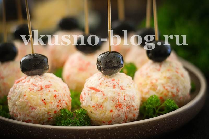 Закуска Рафаэлло с крабовыми палочками яйцами сыром