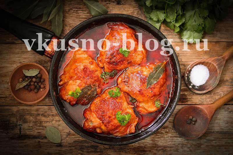 Тушеные куриные окорочка в томате