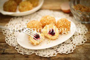 Вареные сырники с вишней (гомбовцы)