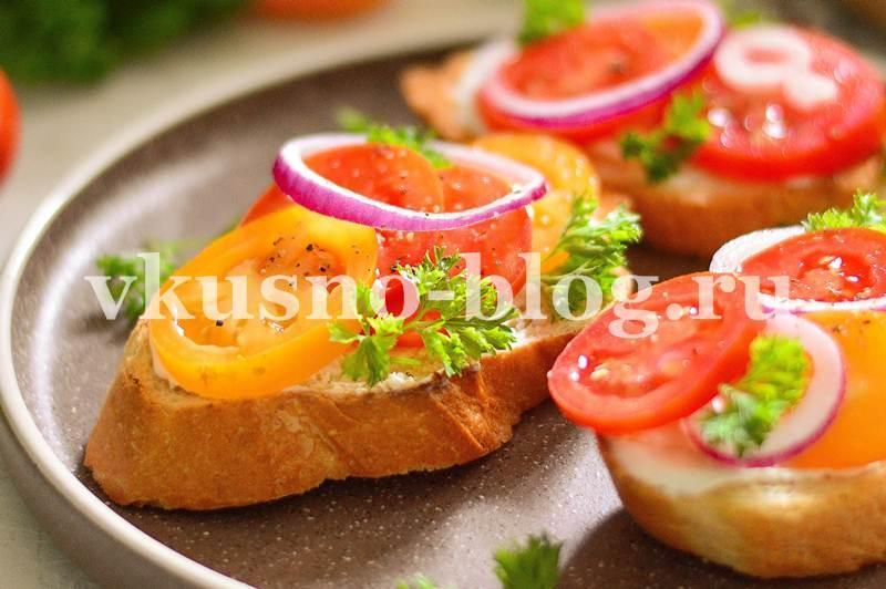 Гренки с помидорами закуска